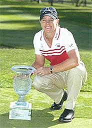 Annika Sörenstam uransa 42. LPGA pokaalin kanssa. &copy Getty Images
