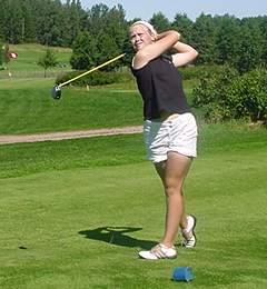 Minea Blomqvist kasvatti johtonsa kolmeen lyontiin lauantaina.