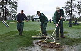 Sunnuntaista jatkuneet sateet ovat tehneet Augustan upeasta kentästä mutaisen... &copy Getty Images