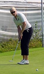 Ursula Tuutin toinen kierros (68) nosti hänet tavoittamattomaan johtoon Teijossa.