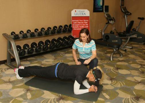 Pidä itsesi 1-2 minuuttia Natalie Gulbisin näyttämässä lankkuasennossa - tunnet vaikutuksen koko lihaksistossa.  &copy Getty Images