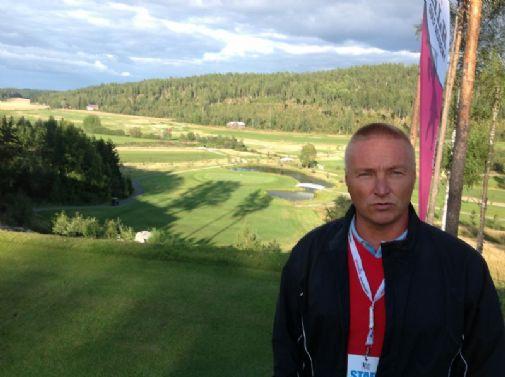 Kari Piippo isännöi Hill Sidessa Nations Cupin pelaajia.