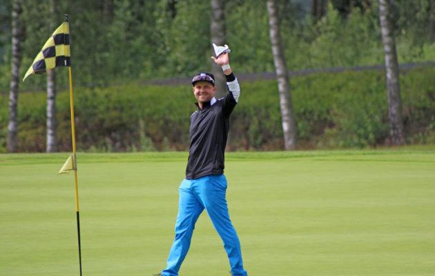 Pronssin lisäksi Jani Perttilällä oli syytä hymyyn reiälle 10 tehdyn hole-in-onen ansiosta.