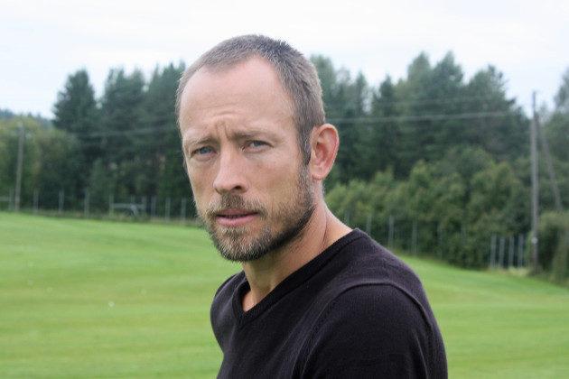 Antti Mäihäniemi luonnehtii Jennaa vahvaksi ja pelkäämättömäksi taistelijaksi, joka on samalla määrätietoinen, mutta rauhallinen pelaaja.