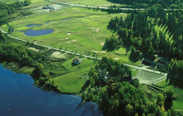 Hämeenlinnan kyljessä sijaitseva Hattula Golfin kenttä on arkkitehti Kosti Kurosen käsialaa.  Sen viereen valmistuu yhdeksänreikäinen par 3 -harjoituskenttä vuonna 2019.
