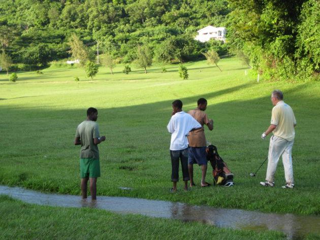 Grenadan golfkentällä ei ollut puutetta vesiesteistä.