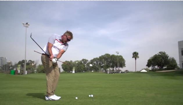 Mika Piltz opettaa Tapiola Golfissa.