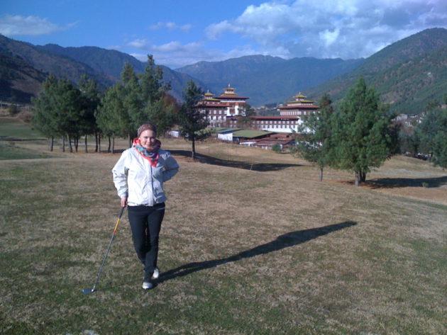 Royal Thimphu Golf Course sijoittuu kuninkaan linnan naapuritontille.