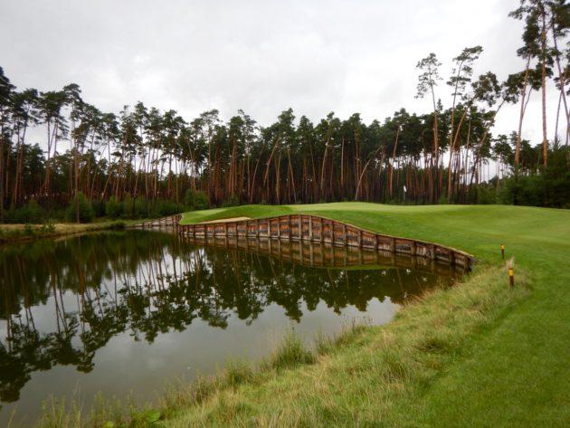 Penati Golf, Legend-kentän väylä 8, par 3.