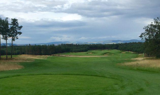 Penati Golfin Legend-kentän väylä 15, par 6.