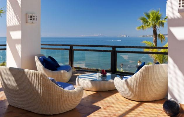 Terraza Chill-Out Mediterráneo con vistas sobre el mar (verano)