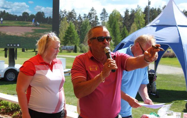 Kun Alpo Pakarinen puhuu, ihmiset kuuntelevat. Joroisissa hän on opettanut golfareita jo yli 20 vuotta.