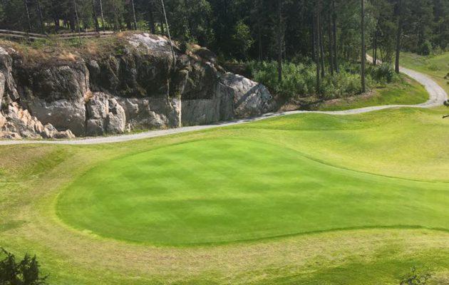 Kankaisten uusista reiístä viimeinen haastaa pelaajat upealla, mutta erittäin vaativalla kaksitasoviheriöllä: Kuva: Kankaisten Golfpuisto