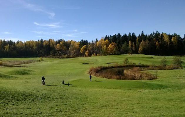 Gumböle Golfin riitaan tuli seuraa ja kenttäyhtiötä tukeva ratkaisu. Kuvassa kentän parhaisiin väyliin kuuluva viides.