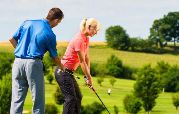 Golfvalmentajien koulutuksessa keskustellaan fyysisen tilan loukkaamattomuudesta. Kuva rtf123