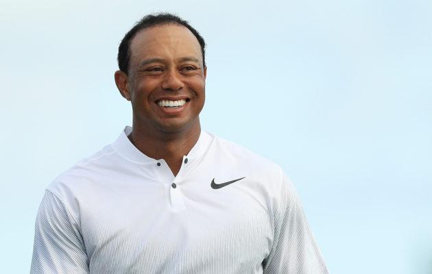 Hyväntuulinen Tiger Woods jatkoi tasapainoisia peliotteitaan isännöimässään 18 kilpailijan turnauksessa. Kuva: Getty Images