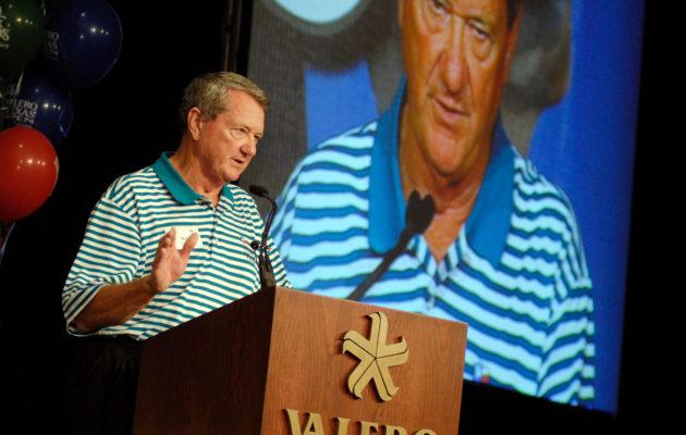 Valero Texas Open on ollut tiennäyttäjiä hyväntekeväisyydessä. Sähköyhtiö Valero Energyn toimitusjohtaja Bill Greehey iloitsi seitsemän miljoonan potista jo 2006. Kuva @ Mark C. Greenberg/Getty Images)