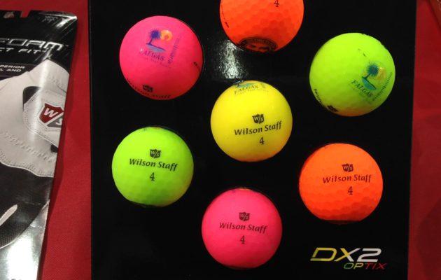 Wilsonin värivalikoima täydentyy kuvan mallien lisäksi mustalla. Valkoisen pallon asemaa ne tuskin koskaan kykenevät kyseenalaistamaan.
