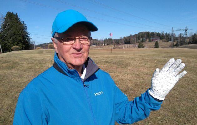 Kun ensimmäinen Australiasta tuotu golfhanska oli kestänyt viiden kauden pelit, päätti Veijo Hämäläinen ryhtyä tuotteen kauppiaaksi Suomessa.