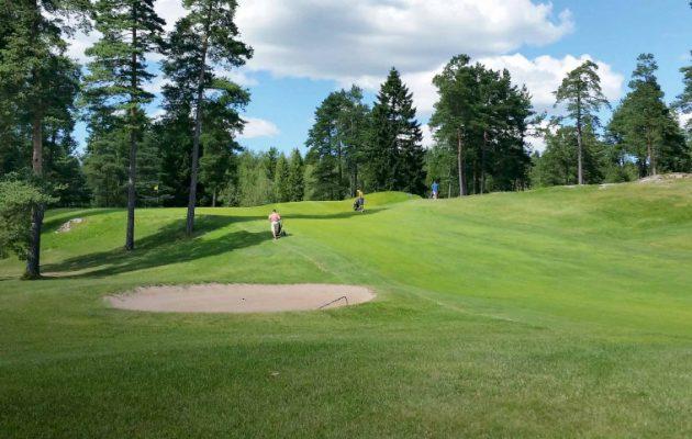 Kosti Kurosen suunnitteleman Archipelagia  Golf Clubin kentän ensimmäinen yhdeksikkö avattiin 31.7.1988.