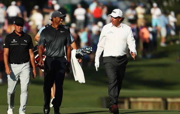 Rickie Fowleriin (vas.) kohdistunut huomio jäi Players Championshipissa täysin Tiger Woodsin (kesk.) ja Phil Mickelsonin (oik.) varjoon. Kuva: Getty Images