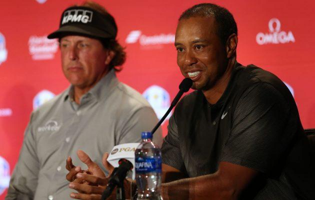 Tiger Woods ja Phil Mickelson saavat vyölleen vielä yhden Ryder Cupin pelaajan roolissa. Kuva: Getty Images.