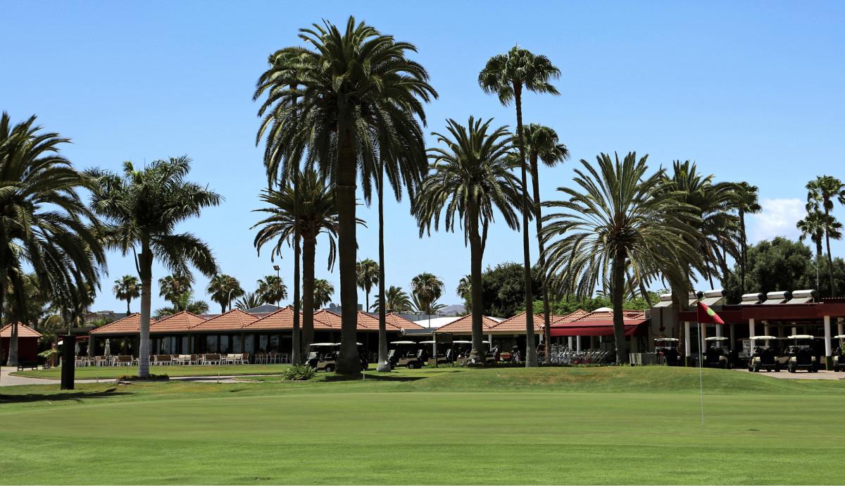 Maspalomas Golfin kenttä sijatsee keskellä suurta hotellikeskittymää.