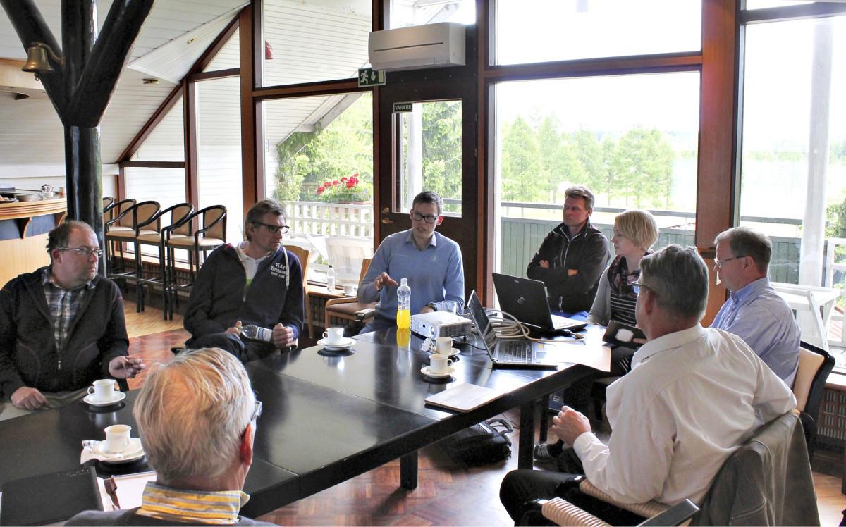 Golfliiton  seurakouluttajat auttavat KoskiGolfin henkilökuntaa Pelaaja ensin -kyselyn tulosten läpikäymisessä ja tiedon hyödyntämisessä.