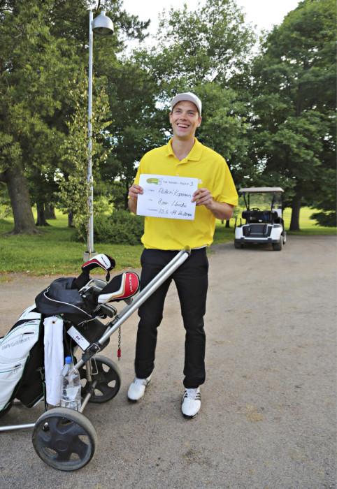 Koripalloammattilainen Petteri Koponen pelasi viime vuonna Talissa kahdeksan paria ja birdien hyvän asian puolesta.
