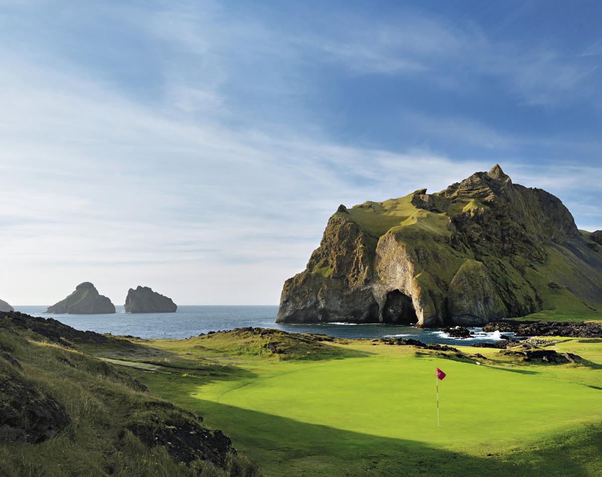 Westman Islands Golf Club on Islannin eteläisin kenttä ja se sijaitsee tuliperäisellä saarella, jonne on 30 minuutin lauttamatka.
