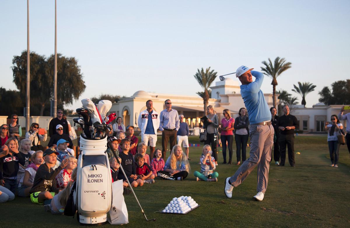 Ennen Dubain kilpailua Mikko Ilonen kävi tervehtimässä Suomi-koulun golfaavia oppilaita. Hän antoi lyöntivinkkejä ja kertoi ammattilaisen elämästä. Paikalla oli yli 60 lasta ja heidän vanhempiaan.