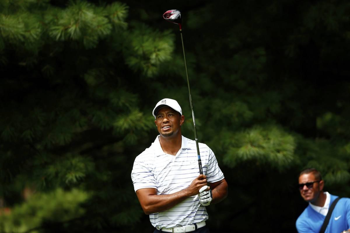 Valmentaja Sean Foley seurasi Tigerin harjoituskierrosta Firestonen kentällä viikkoa ennen PGA Championshipia.