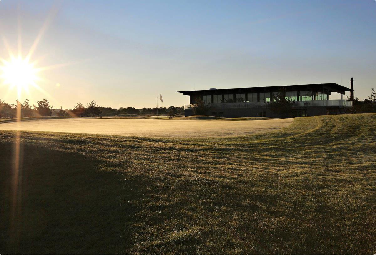 Saare Golfin klubitalo on jälleen avoinna ja palvelut pelaavat.