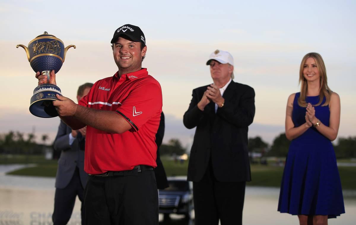 WGC:n kisan voitettuaan Patrick Reed ilmoitti itsevarmasti, että hän kuuluu maailman viiden parhaan pelaajan joukkoon tällä hetkellä. Taustalla palkintoa jakamassa Donald ja Ivanka Trump.