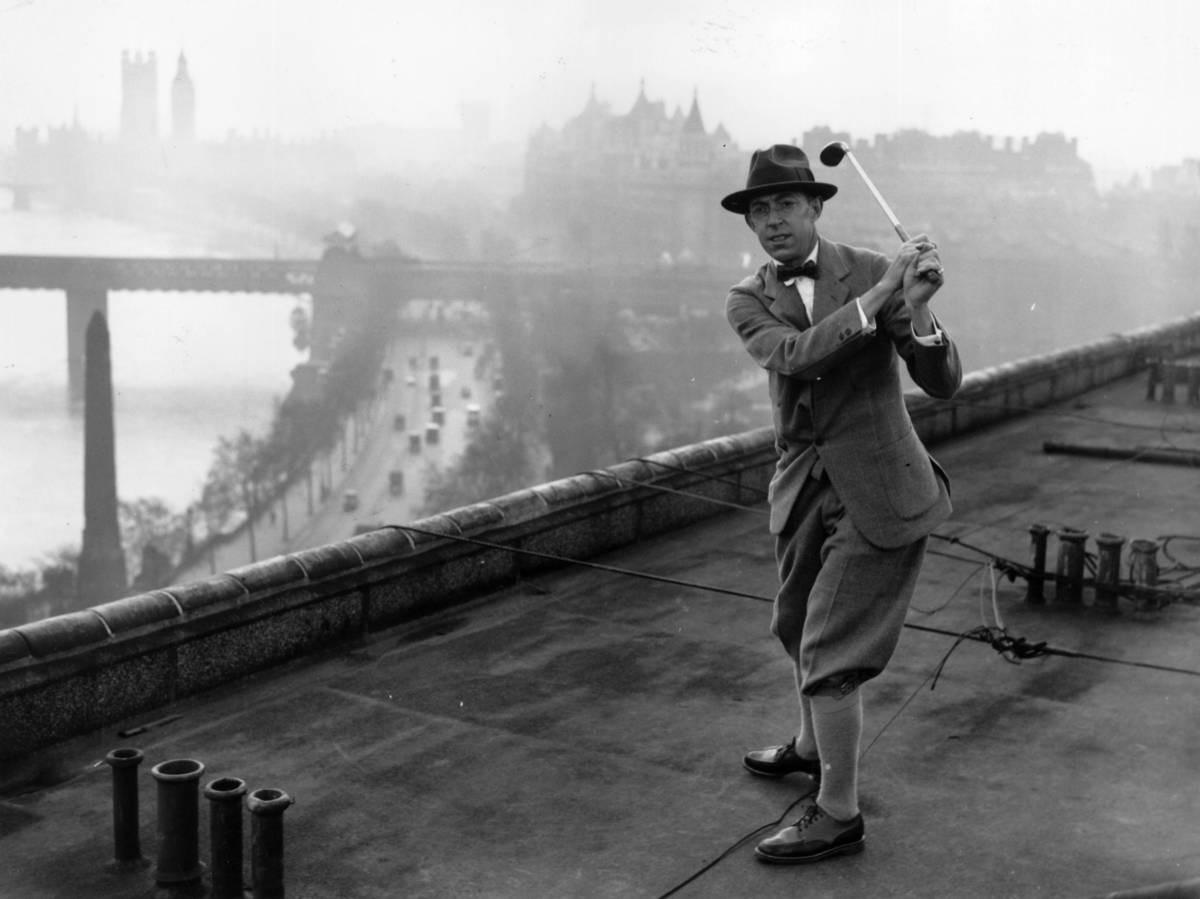 Ouimetin harjoitussvingin Lontoossa Savoy-hotellin katolla ennen Walker Cupia 1926.