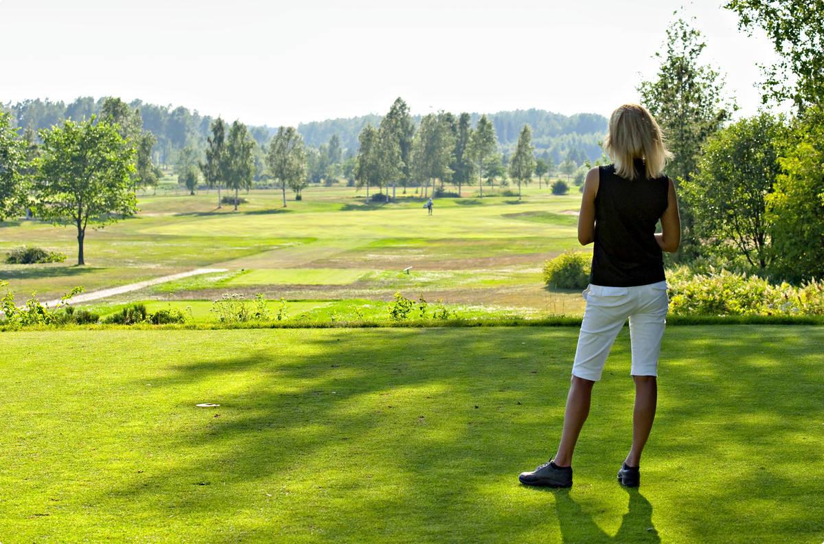 Pickala Golf haluaa kentilleen lomapelaajia.