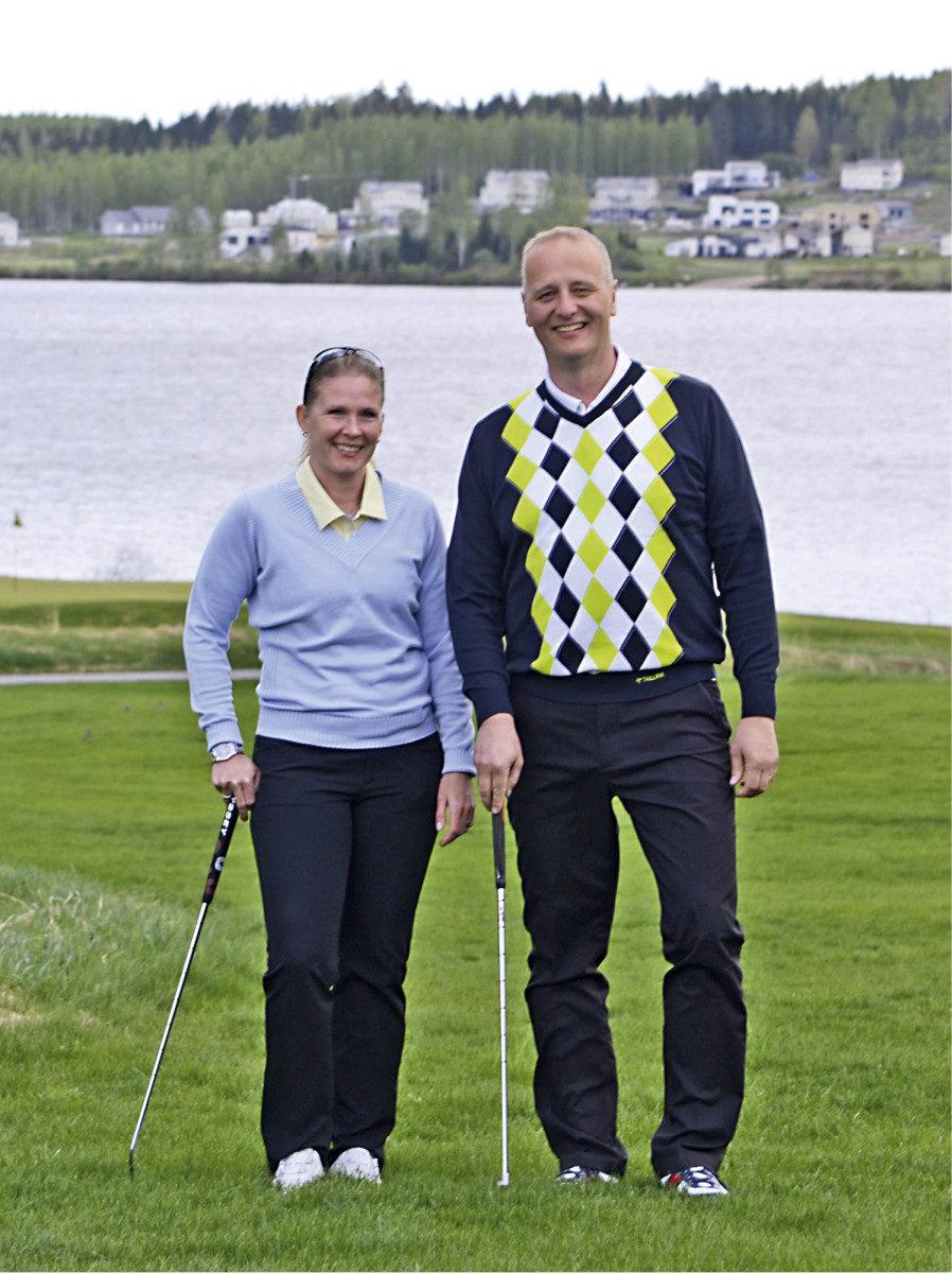 Tallinkin Hanna Michelsson ja Marco Palmu ovat itsekin innokkaita golfareita.