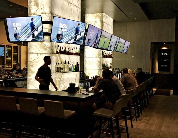 The Woods Jupiter on Tiger Woodsin omistama tyylikäs sporttibaari ja illallisravintola.
