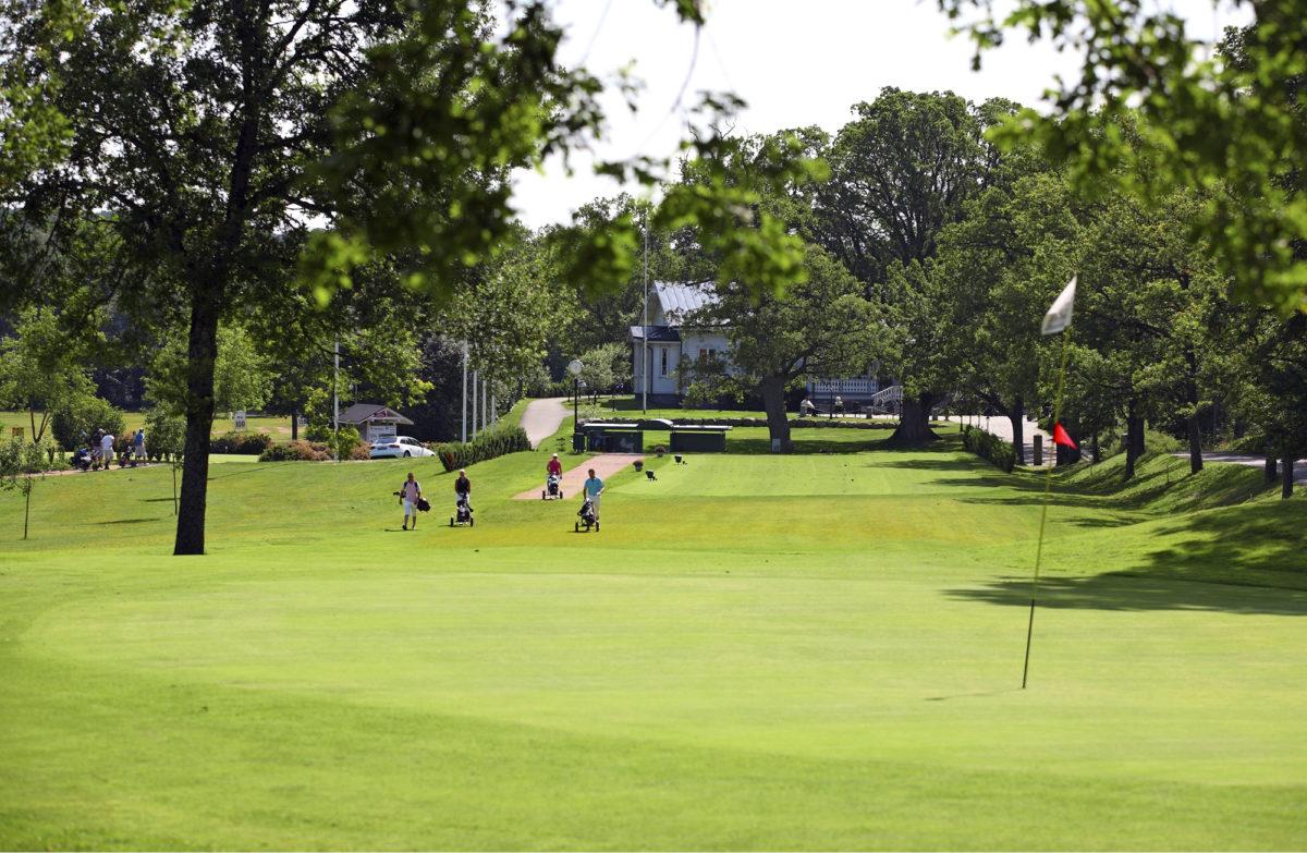 RUISSALON puistoidylli vetää golfareita puoleensa.